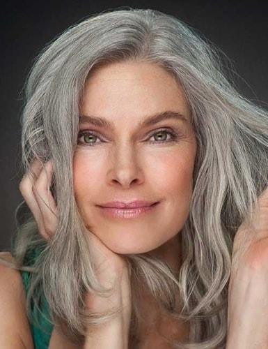 entretien des cheveux blancs et gris au naturel