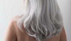 Comment entretenir ses cheveux blancs/gris au naturel