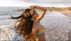ETE / PLAGE / PISCINE / UV : Comment protéger efficacement vos cheveux !